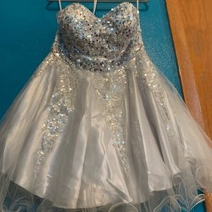 STRAPLESS SILVER PROM/HOMECOMING DRESS